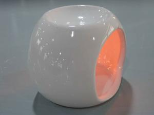 China Night Light Ceramic Oil Burner , Ceramic Essential Oil Burner With Aromatherapy on sale
