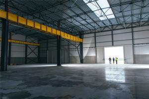 China Modern Industrial Steel Workshop Buildings PU Sandwich Panel Wall With Overhead Crane on sale