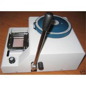China Máquina de estampación de la tarjeta de crédito, máquina de grabación en relieve manual para la tarjeta del PVC on sale