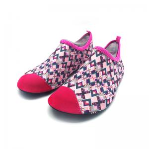 China Flexible Red Aqua Foot Water Shoes Outside Pool And Beach Shoes Cozy Feel on sale