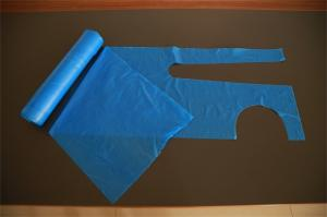 China Blue Disposable Plastic Aprons On A Roll For Home Cleaning / Food Testing / Hospital on sale