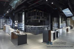 China Modern Jewelry shop fitout design made by Golden Metal racks in Wood Cabinet and Pure white Panel display tables on sale