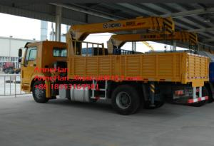 China Sinotruk Howo 4x2 Crane Mounted Truck , 5-10 Ton Xcmg Telescopic Boom Crane on sale