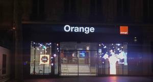 China Transparent LED Display Shinning for Orange France 85% Light Go Through Vivid Color supplier