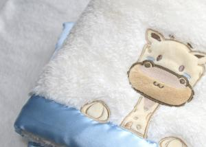 China Anti - Pilling Lovely Giraffe Pattern White Swaddle Blankets on sale