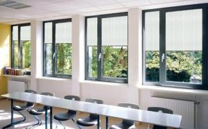 China Bathrooms Venetian Horizontal Glass Shutter Window Blinds With Single Tempered Glass on sale