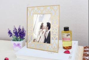 China Corrosion Resistance Brass And Glass Picture Frame Modern Design Lightweight on sale
