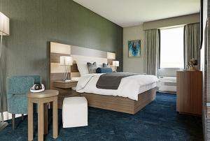 China Fashionable Hotel Bedroom Furniture Sets With Laminate Finish on sale