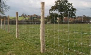 China MIDWEST AIR TECHNOLOGIES farm field fence roll 12-1/2-Ga., 47-In. x 330-Ft. on sale
