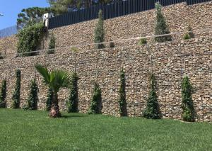 China Landscape Construction Retaining Wall Gabion Baskets High Strength on sale