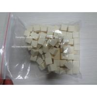Eco - Friendly Coconut Milk Candy Sweet 2.75g Pink / White / Yellow For Women