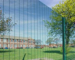 China Hot Dip Galvanized Outdoor Security Fencing12,7 X 76,2mm Various Gauge RHS Posts on sale