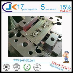 China Double fabricant de moulage par injection pour le bouton en plastique automatique on sale