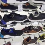Faceout de la exhibición de los zapatos de los deportes del calzado display-GCNM-05