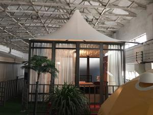 China Glass Marquee Prefab Resort House Hotel Outdoor Camping Tents Luxury 5m * 5m on sale