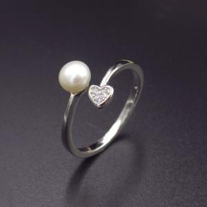 China Heart Shape Silver Pearl Ring / Arrowhead Jewellery Pearl Halo Ring on sale