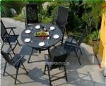 La tabla del jardín y las sillas fijaron/los sistemas negros de los muebles del patio del metal para el hotel