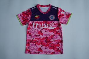 China OEM Custom Red Camo V Neck Sports Kids T Shirt Sublimation Printing on sale
