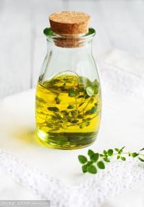 China Above 99% Lemon Grass Plant Essential Oils Light Yellow To Light Brown Liquid on sale