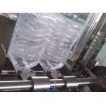 A linha de produção engarrafada plástico da água dos PP/PE carbonatou a máquina de enchimento da bebida