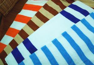 China Wholesale Bulk Luxury Heavy Stripe Bath Towels/Hotel Pool Towels on sale