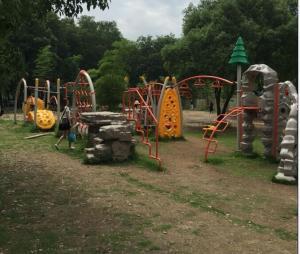 China Safe Kids Outdoor Gym Equipment Children Cargo Net Traverse 1210 X 1190 X 330cm on sale