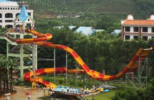 Quality Glissières d'eau faites sur commande, glissière d'Aqua de boomerang de parc d'attractions pour le parc aquatique de Gaint for sale