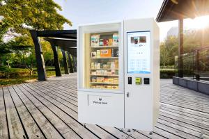 China Big Stock Self Service Vending Kiosk / Automated Vending Machine With Elevator System on sale