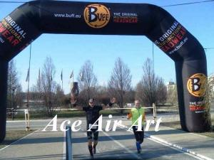 China custom 26 feet black inflatable racing arch with removable banner for sport runners on sale