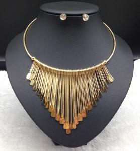 China Hot Selling Antique European and American Triple Link Bar Tassel Dangle Pendant Bib Necklace Set on sale