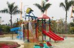 Estructuras del patio de la casa del agua de los niños con el tobogán acuático, red de la subida, espray de agua