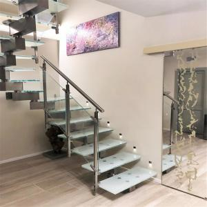 China Center Stringer Stainless Steel Railing Balustrade Wood Straight Staircase on sale