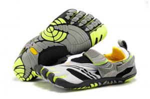 China hottes climbing shoes sport shoes five finger shoes on sale