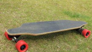 China High Speed Brushless motor electric skateboards , 25 - 30Km Range electric motorized skateboard on sale