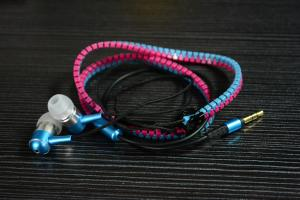 China Waterproof Zipper Wired Earphones Colorful Noise Cancellation with Tangle Free Cord on sale
