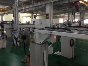 China Fully Automatic Industrial Robotic Arm With Cutting Sprue System For Injection Machine on sale
