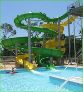 China Large Aqua Splash Amusement Water Park Slides , Open / Closed Curving Slides on sale