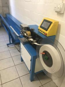 China fabric slats cutting and punching machine / fabric vertical blinds cut down machine on sale