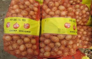 China Sweet Red Natural Fresh Onion Bulbs Contains Rich Microelement For Market, The fleshy scales, Light yellow and soft on sale