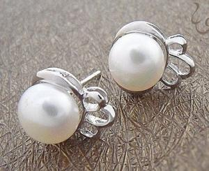 China Customed Fashion Jewelry Small 925 Sterling Silver Gemstone Earrings with Imitated Pearl on sale