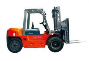China Durable Warehouse Lifting Equipment 5 Ton Diesel Forklift With Side Sliding Fork on sale