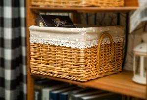 China wicker baskets willow storage baskets with mat square shape water cleaning with mat on sale
