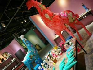 China Giraffe Shaped Fibreglass Garden Statues , Handmade Fiberglass Deer Statues on sale