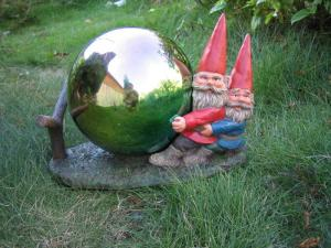 beautiful resin funny garden gnomes with gazing ball for decro - Funny Garden Gnomes