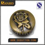 Le nouveau bouton adapté aux besoins du client en métal de conception pour des trouses de jeans se boutonne avec le logo rose