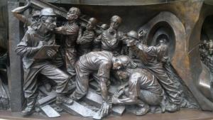 Quality Interior Outdoor Life Size Bronze Relief Rusty Finish OEM / ODM Acceptable for sale