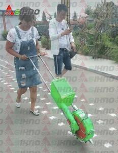 China Manual Fertilizing Machine Hand Fertilizer Applicator Fertilizer Spreader on sale