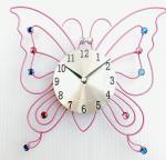 25cmの黒い時計手を搭載するピンクの蝶形の金属の水晶柱時計