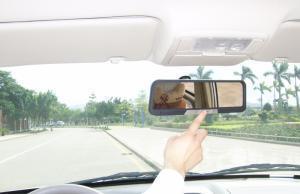 China Bluetooth Car Kit Mirror (MHF83) on sale