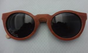 China Gafas de sol naturales del marco de madera, comodidad del peso ligero de los niños de las gafas de sol del monopatín on sale